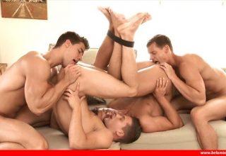 4 mecs pour un torrent de sperme