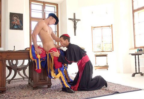 Monsignor Fellatione pompe un garde rapproché